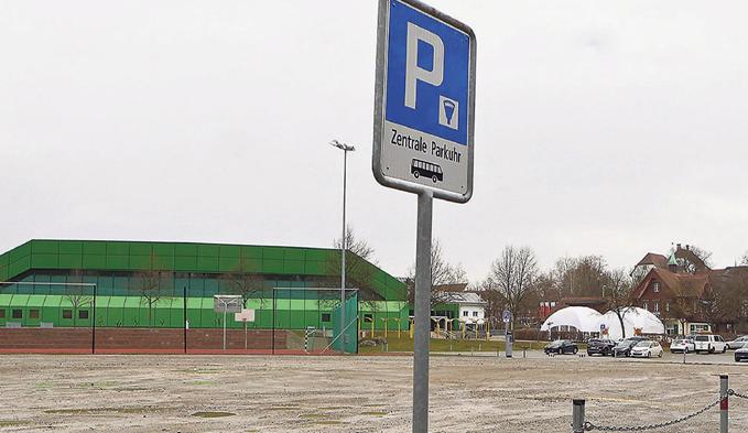 Fahrt von Lastwagen endet in Acker - Schweizer Bauer